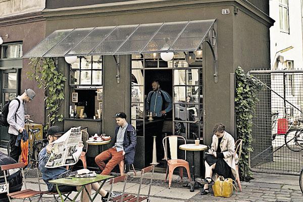 4.  El Hotel Central & Café de Copenhague (Dinamarca) tiene una  habitación de 12 metros cuadrados.
