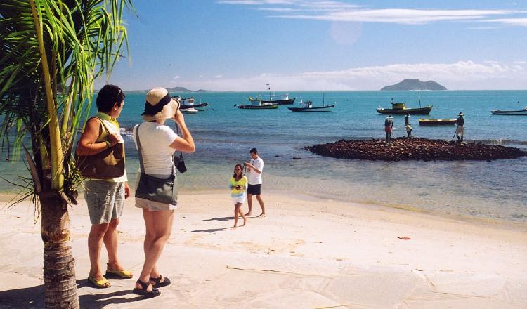 Turismo mundial mantiene un fuerte impulso este año