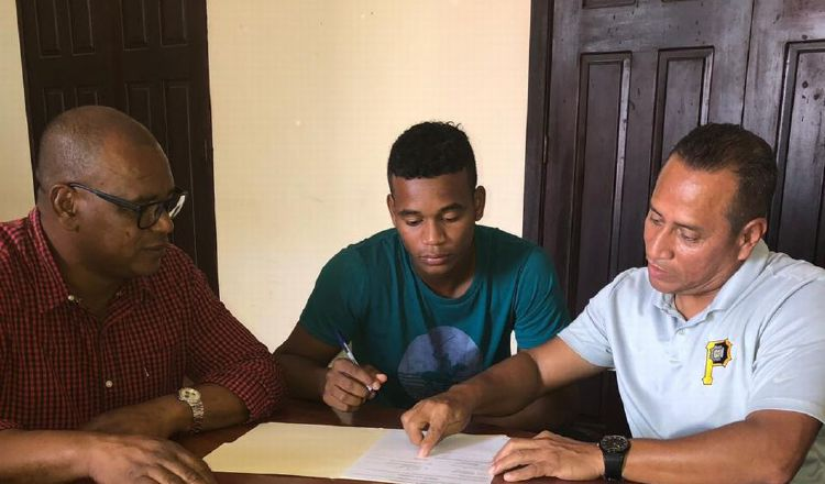 Bocatoreño Wilbur Martínez jugará su primera temporada en República Dominicana