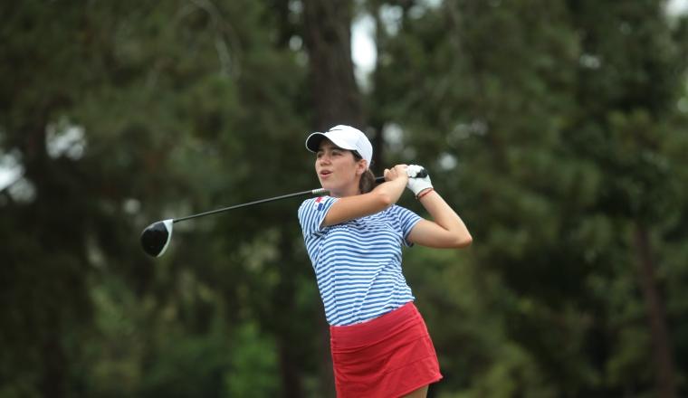 4. Carla  Álvarez se ubica  en la segunda plaza en la división de los 15-18 años.