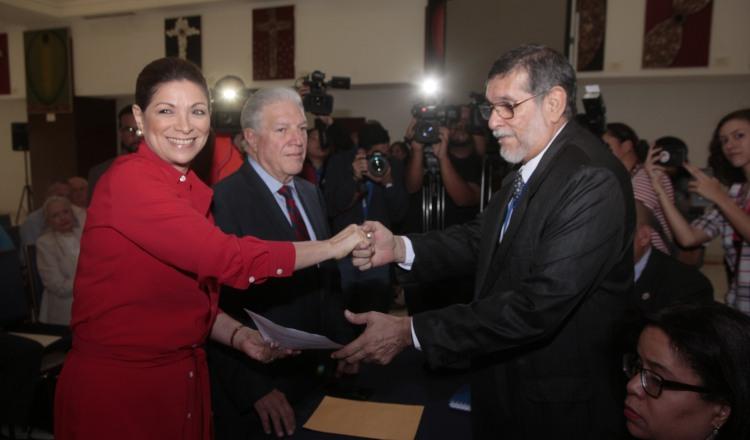 Precandidatos   por libre postulación presentan  a sus vicepresidentes