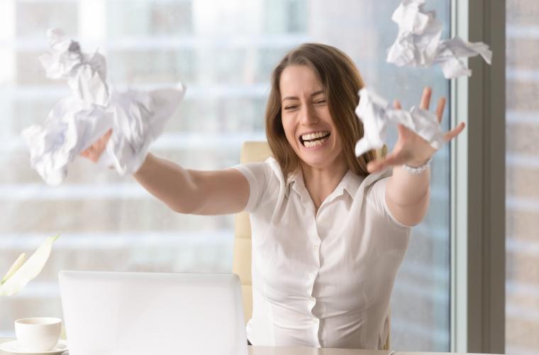Experimentar emociones en el trabajo, ¿cómo manejar las negativas?