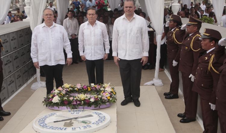 Se inician festividades patrias con tributo a los próceres