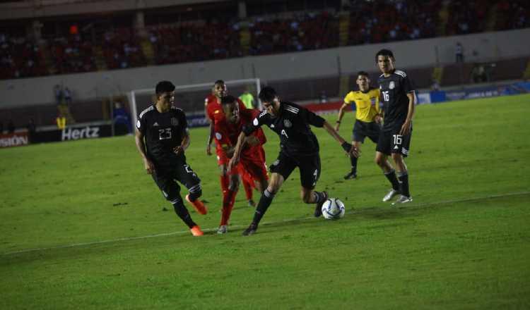 México, a media máquina, manda a Panamá a la Liga B en el Rommel Fernández