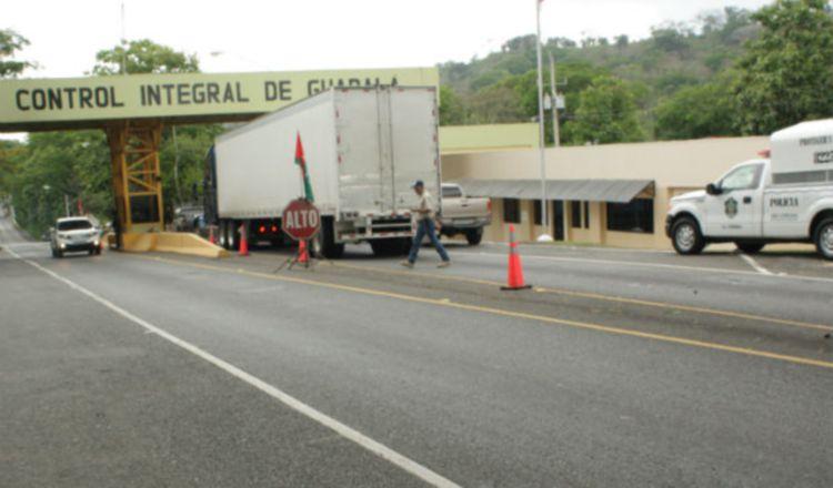 Migración retiene a 17 nicaragüenses en el puesto de control integral de Guabalá