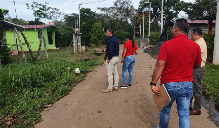Funcionarios del Miviot realizan inspecciones en diferentes áreas adonde llegó el programa Techos de Esperanza. José Vásquez