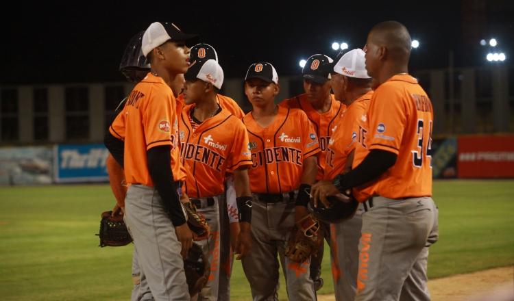 Néstor 'Cuto' Mendoza no se guarda nada en Occidente en el béisbol juvenil