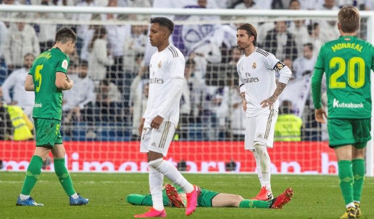 Real Madrid queda inmerso en la tristeza luego de caer en el Bernabéu ante la Real Sociedad