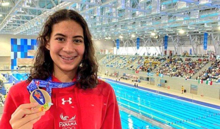 Emily  Santos  ganó oro en natación en Perú