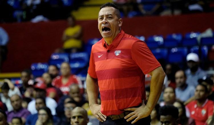 David Rosario, técnico de la selección de baloncesto, entrenará equipo en Puerto Rico