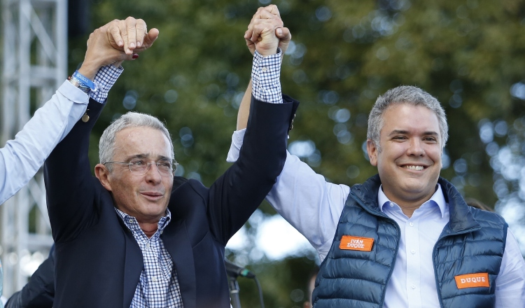 Corte Suprema  abre una indagación a Uribe por supuesta compra de votos