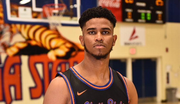 Erik Grajales juega para Chattanooga Statte College. Foto: Instagram