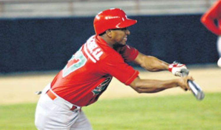 Rodolfo 'Candelilla' Aparicio jugó 22 temporadas en el categoría mayor defendiendo los colores de Chiriquí. Foto:Epasa.