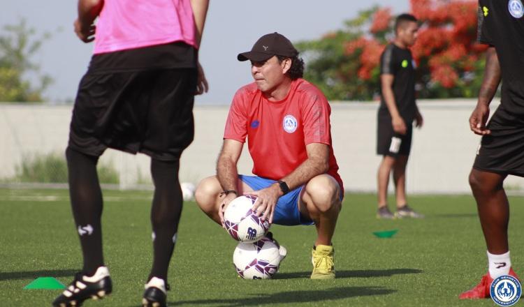 Leonardo Pipino cree que la dirigencia vuelve a cometer el mismo error a no nombrar técnico de la selección