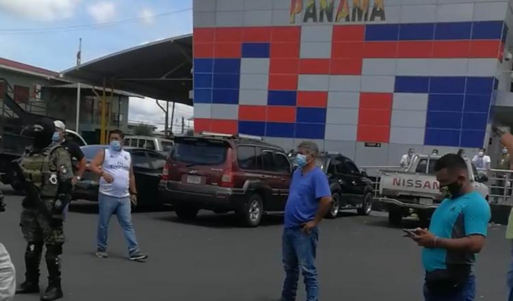 Reabren la frontera y Panamá aplica medidas a los camioneros ticos