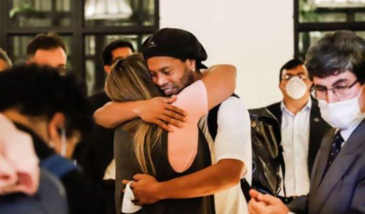 Ronaldinho saldrá en libertad en Paraguay