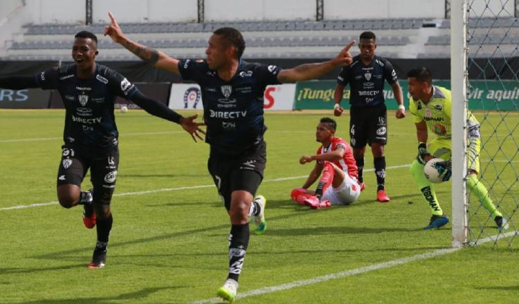 Gabriel Torres festeja su gol. Foto:@IDV-EC