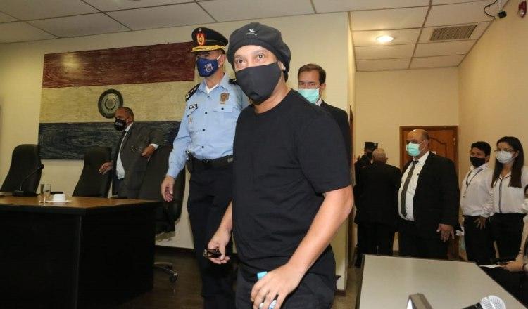 Ronaldinho es puesto en libertad en Paraguay