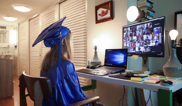 Graduaciones también podrían ser virtuales por crisis sanitaria