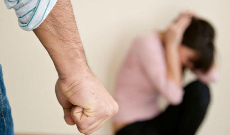 Denuncias de violencia doméstica bajan en medio de la pandemia