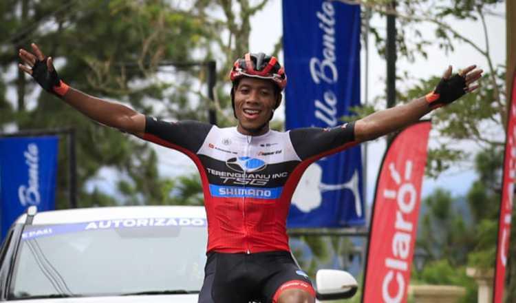 Christopher Jurado cruza la meta en Altos del María. Foto:Fepaci