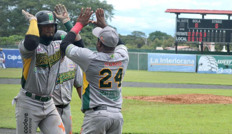 En Bocas del Toro, Allen Córdoba con buena serie semifinal ante Metro. Foto:Fedebeis