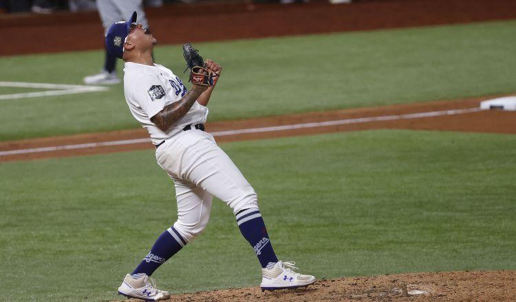 Los Dodgers con título; el toque latino de Julio Urías y Víctor González