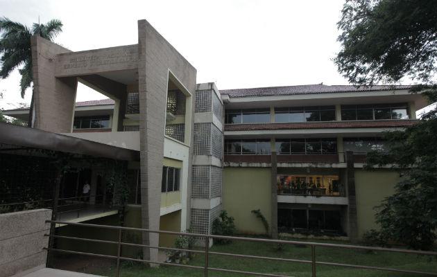 Biblioteca Nacional 'Ernesto J. Castillero', en el Parque Omar. Foto: Archivo.