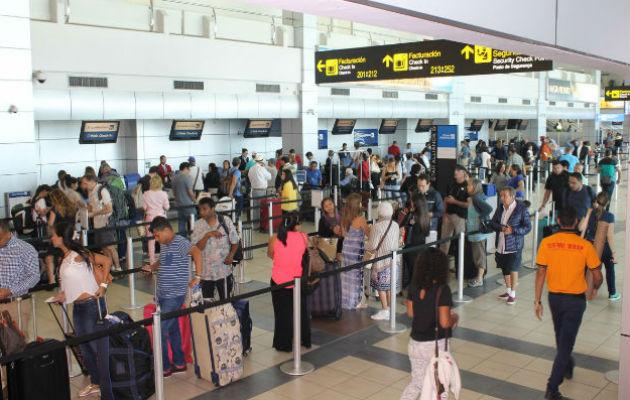 Usuarios de la Zona Libre están en desacuerdo con la suspensión de tarjetas de turismo a cubanos