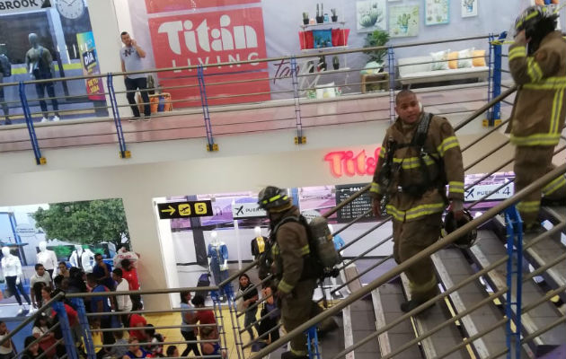 Caos en Albrook Mall por explosión de fuegos artificiales