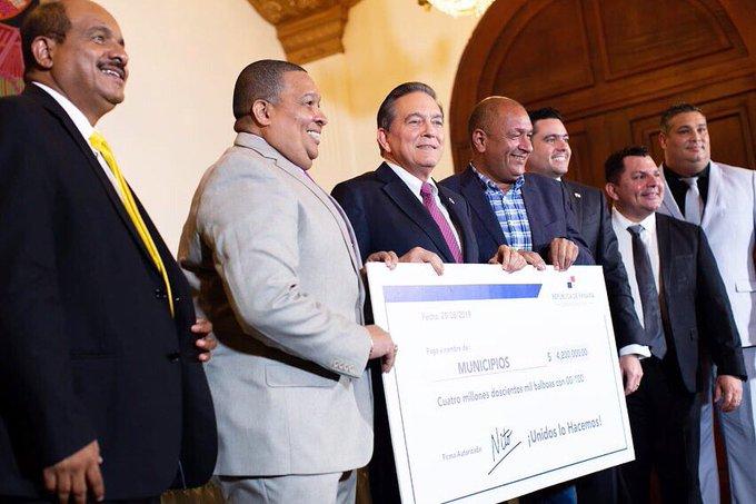 Alcaldes piden millones de dólares a Laurentino Cortizo para celebrar el 'Día de la Madre'