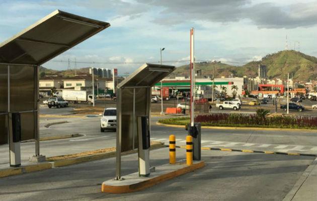 Centros comerciales no se deciden a cobrar por los estacionamientos