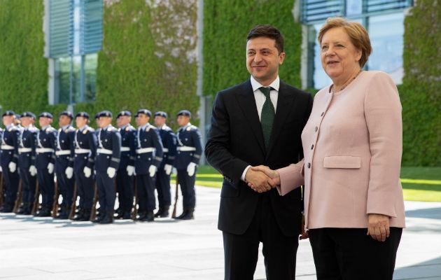 Escena de Ángela Merkel con un ataque de temblores, provocado por la deshidración, dan la vuelta al mundo