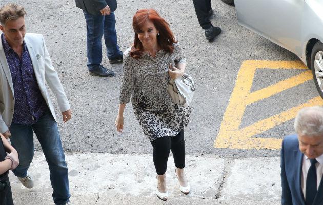 La Justicia cree que la viuda del también expresidente Néstor Kirchner, y miembros de su Gobierno, crearon un sistema para apoderarse de fondos asignados a proyectos viales.