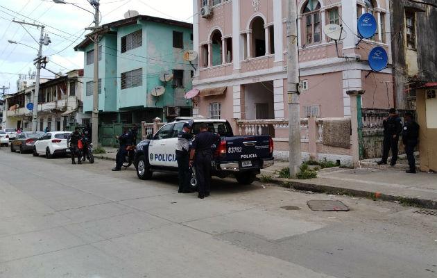Asesinan de varios disparos a un hombre al bajar de un taxi en Colón