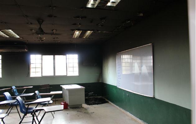 Desconocidos incendian aula en un colegio de Puerto Caimito en La Chorrera