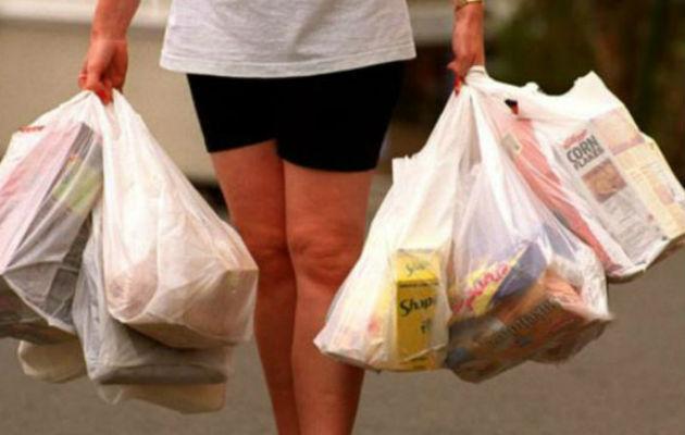 77 comercios están citados por el uso indebido de bolsas plásticas