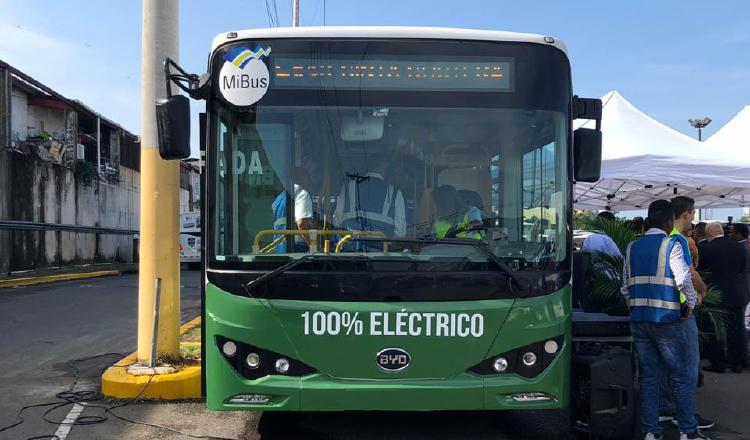 Primer metrobús eléctrico circula en las calles de la ciudad