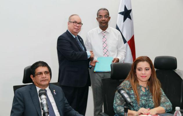 Enrique Lau Cortés presenta propuesta para elevar la CSS a rango constitucional