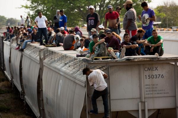 Trump amenaza nuevamente con cerrar la frontera con México y enviar más militares