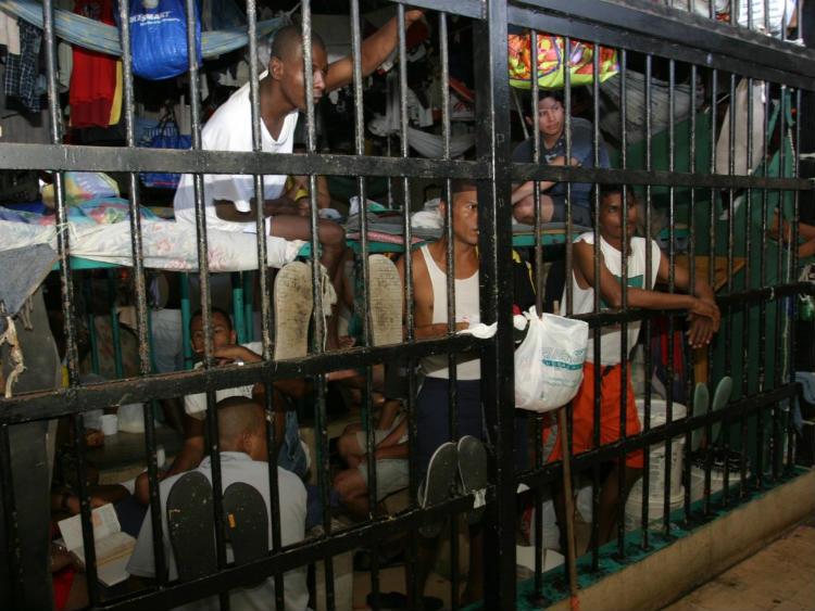 Decena de custodios son destituidos de cárceles panameñas por corrupción