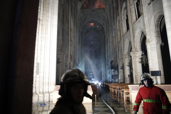 Notre Dame de París, ha inspirado a literatos, artistas y guarda reliquias de Cristo