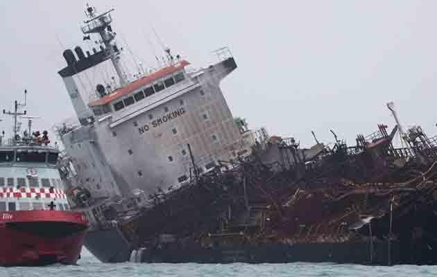 Incendio de un petrolero en Hong Kong deja un muerto y dos desaparecidos