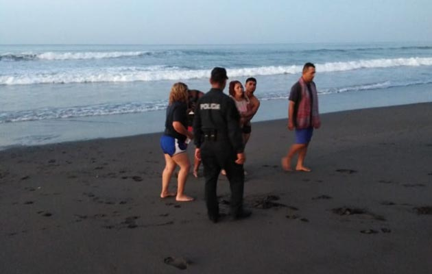 Se salva milagrosamente de morir ahogada en playa La Barqueta en Alanje