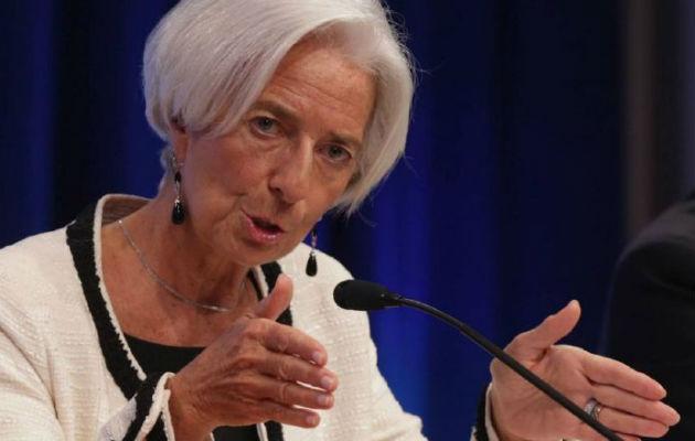 Lagarde advierte del lento crecimiento y llama a gobiernos contra corrupción