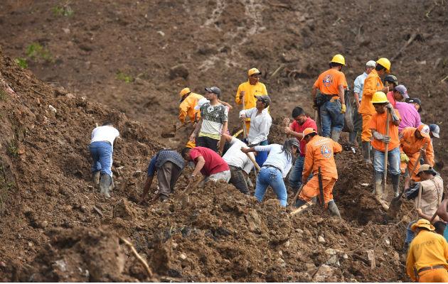 Las autoridades colombianas reanudan la búsqueda de los desaparecidos por un derrumbe