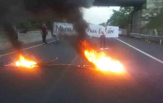 Colonenses protestan por falta de oportunidades laborales en Minera Panamá