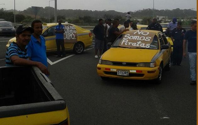 Grupo de taxistas de Colón piden certificados de operación para operar legalmente