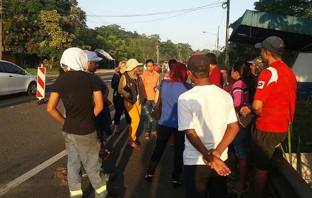 Moradores de Buena Vista en Colón protestan en la calle por falta de agua