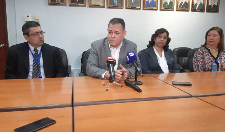 Protesta de funcionarios de la CSS no es del agrado del director Julio García Valarini